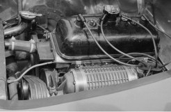 O motor Peugeot com o compressor Constantin visto de outro ângulo (Constantin-Facebook)