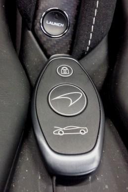 A chave pode ficar sempre no bolso, e parece menos sofisticada que o carro