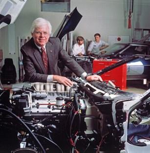 Com o motor de 32 válvulas do ZR-1