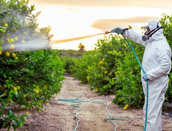 Landwirtschaft verspritzt Dünger