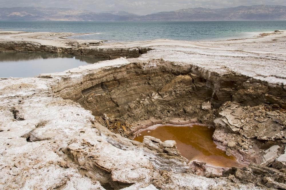 בולענים בים המלח - Shutterstock (1)