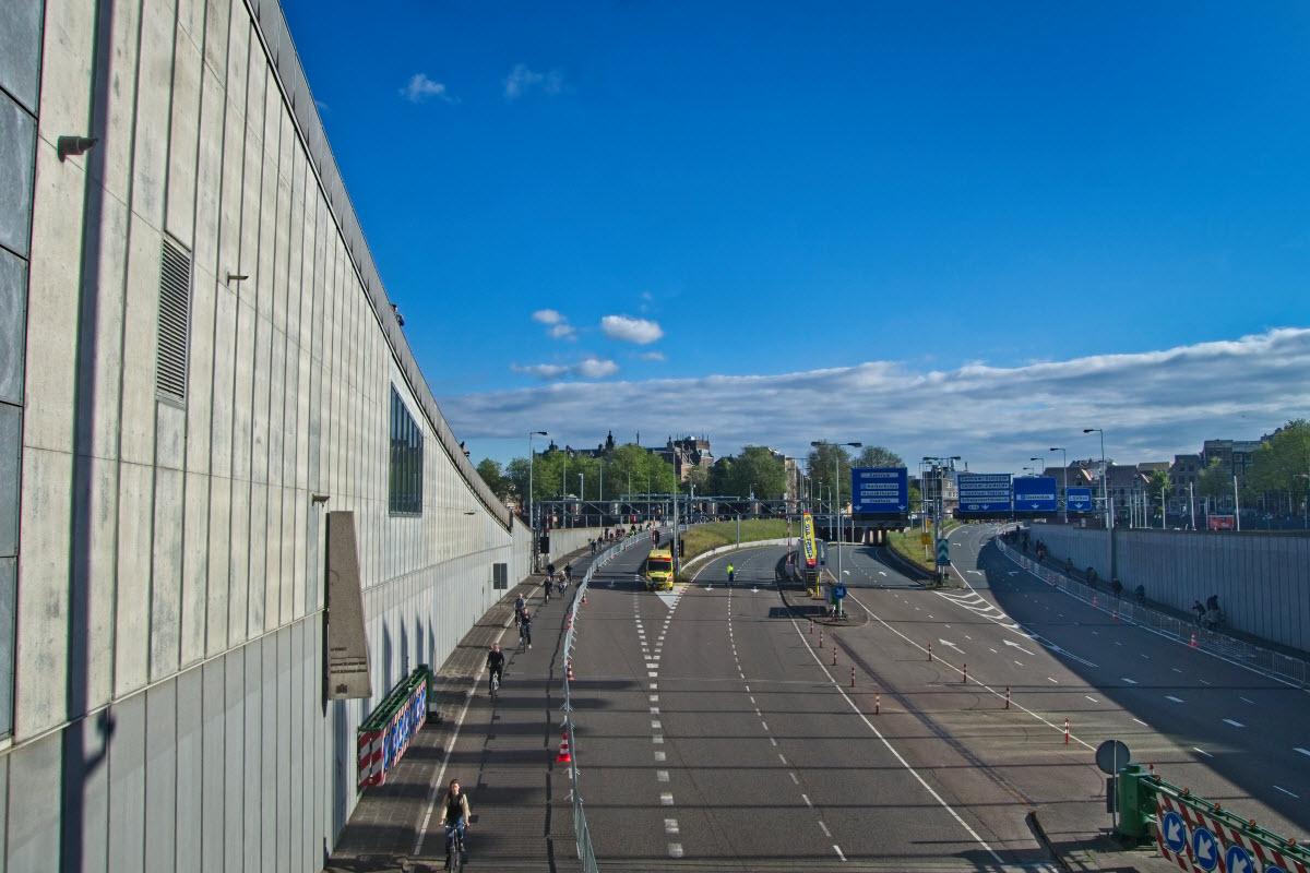 IJ-tunnel vrij voor de fietsers en noodverkeer