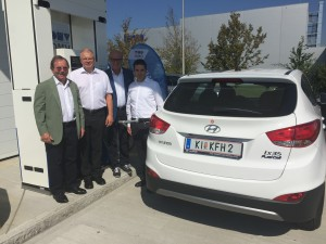 Dr. Ernst Fleischhacker, vom Green Energy Center - einer der ersten Kunden an der Wasserstofftankstelle in Asten