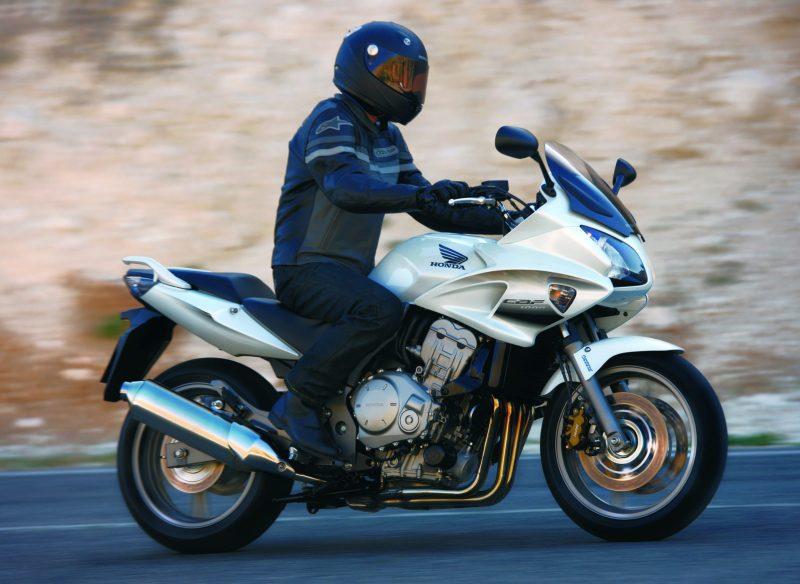 Motorrad_Honda_Einwintern
