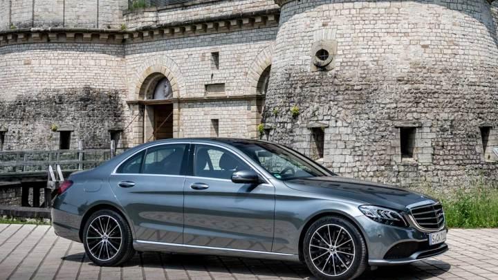 Makyajlı Mercedes C-Serisi Türkiye'ye geldi