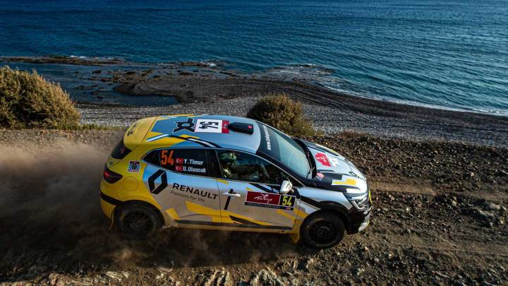 Yeni Renault Clio ralliye merhaba dedi