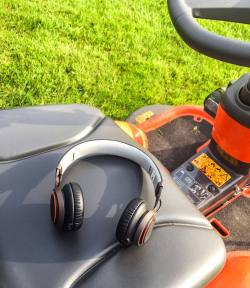 Jabra Revo Wireless - Podcasts on the Lawnmower