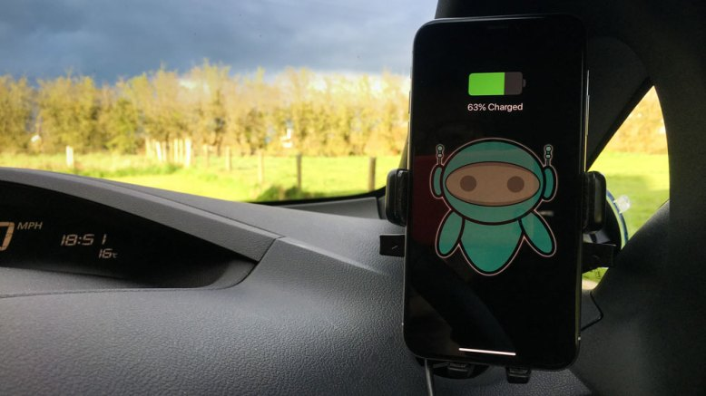 iOttie Easy Touch 4 Qi Wireless on Windscreen