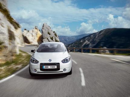 La Renault Fluence ZE blanche en face avant