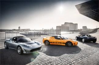 Le soleil brille sur 3 Tesla Roadster