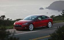 Une Tesla Model S rouge