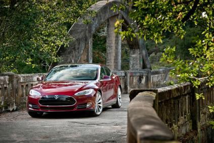 La Model S en rouge, une super berline électrique 7 places