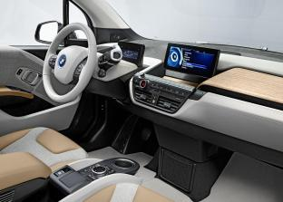 Le tableau de bord et la place conducteur de l'i3, avec un design intérieur version beige