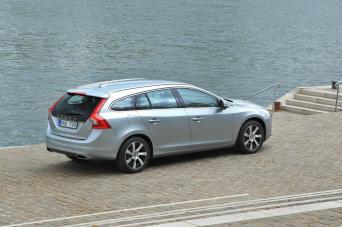Le profil droit de la Volvo V60 Plug-in Hybrid.