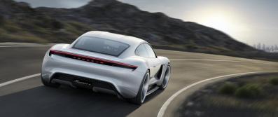 Porsche Mission E : un arrière résolument sportif !