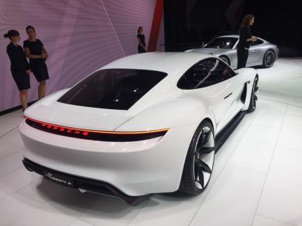 De belles formes pour la Porsche Mission E