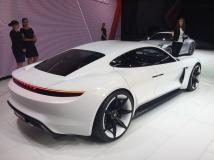 La Porsche Mission E se recharge en 15 minutes