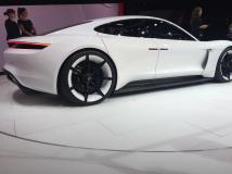 La Porsche Mission E possède une ligne bien à part i
