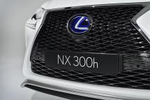 Le NX 300h est doté d'un logo bleuté marquant son appartenance à la famille hybride