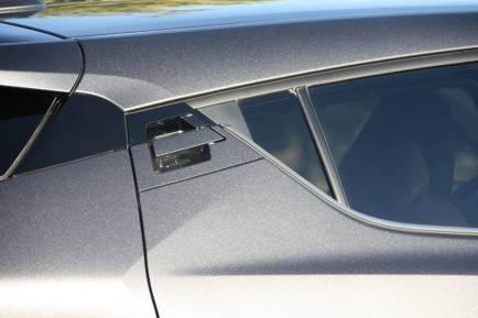 A l'arrière, le design particulier du C-HR limite le champs de vision