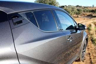 Le système d'ouverture de porte du C-HR est inédit chez Toyota