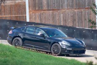 Next-Gen Porsche Panamera Spied Under Cover