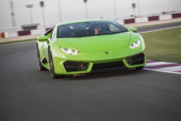 2016 Lamborghini Huracan LP580 2 Front Three Quarter In Motion 07