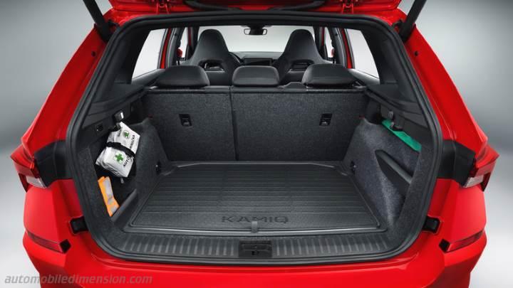 14% oder 270 l je größer das kofferraumvolumen ist, desto mehr gegenstände kann ein fahrer im fahrzeug verstauen, ohne die rücksitze umklappen zu müssen. Skoda Kamiq 2020 dimensions, boot space and interior