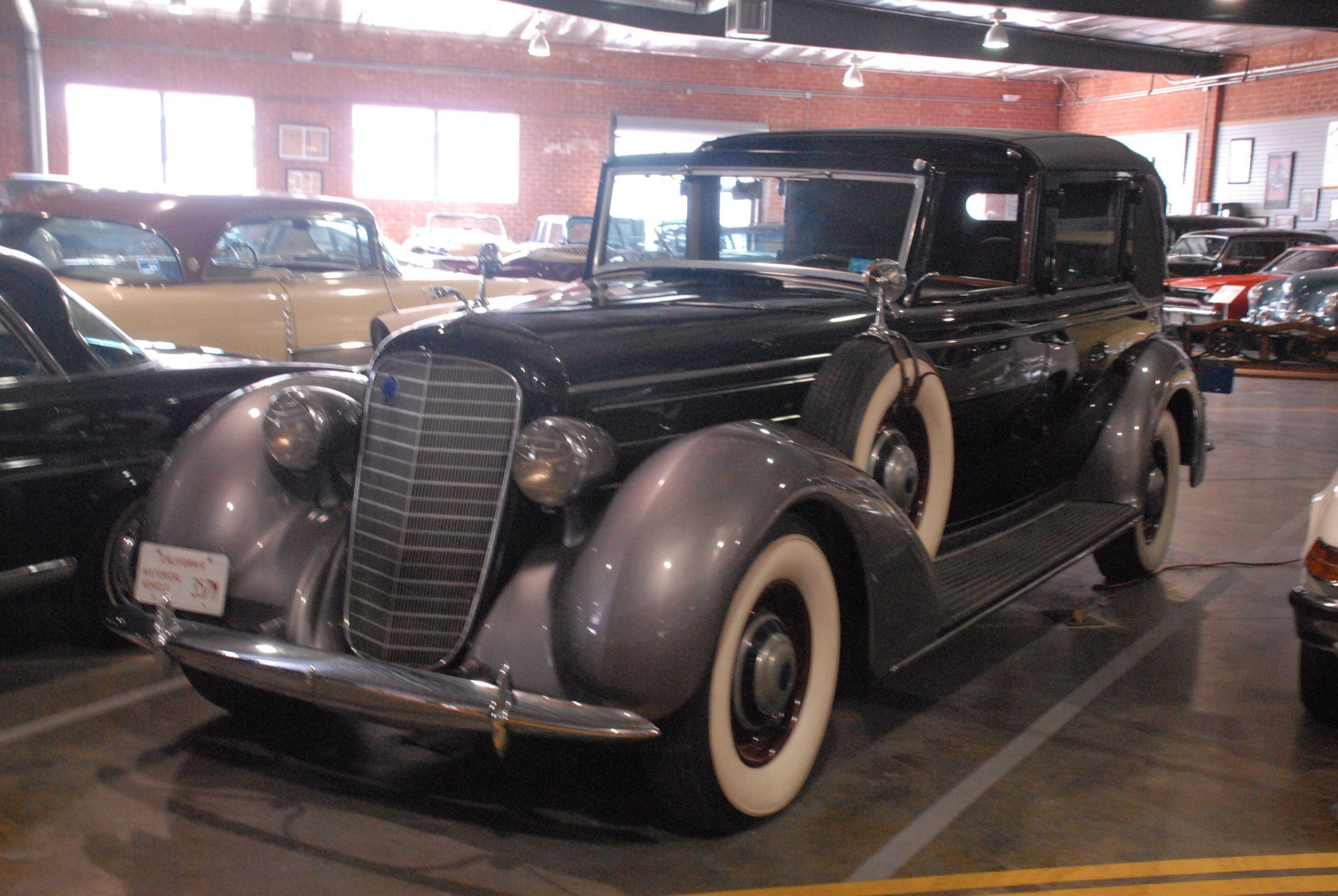 1936 Lincoln Brunn Town Car