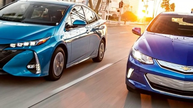 2019 Chevrolet Volt Vs 2019 Toyota Prius Prime Detailed Review
