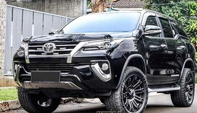 Toyota fortuner modified 2018 black gloss
