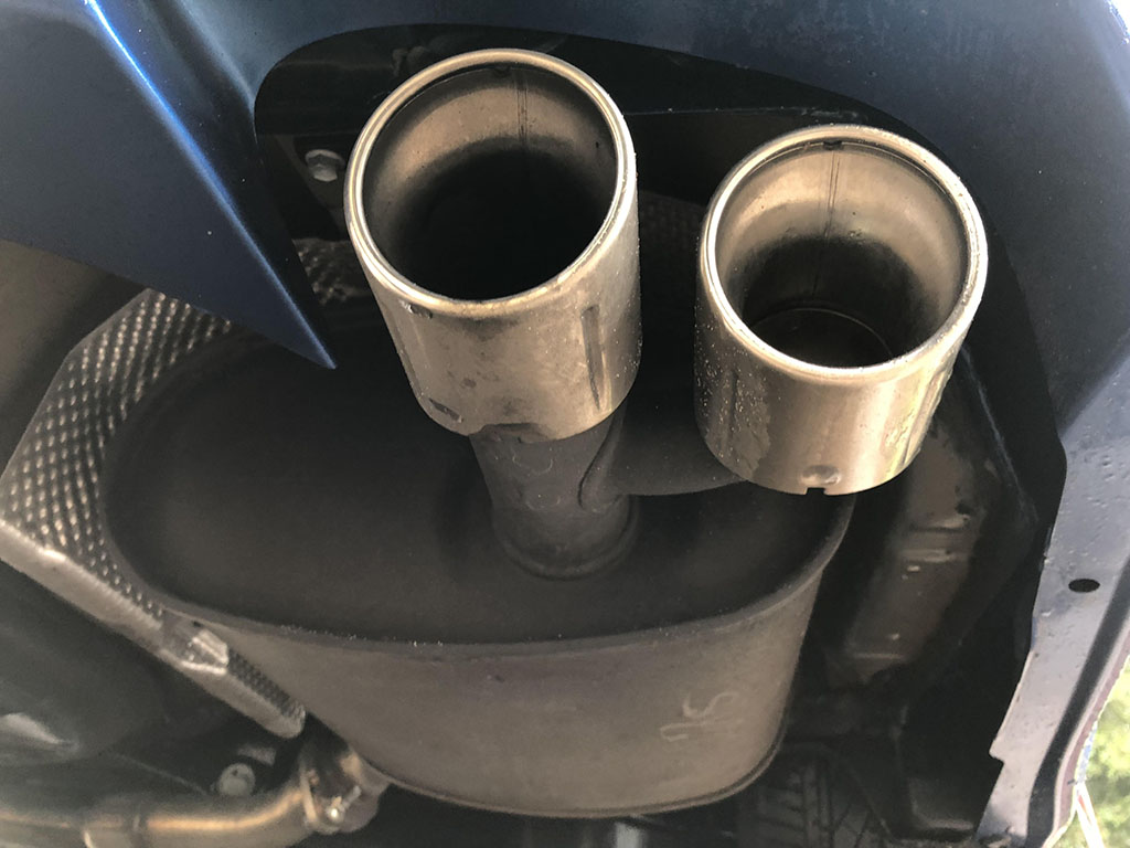 2018 toyota camry xse v6 center exhaust
