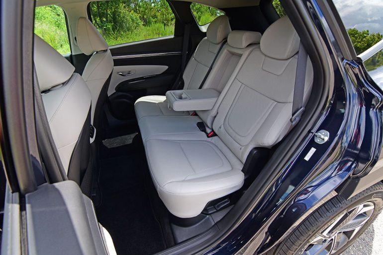 2022 hyundai tucson limited hybrid back seats