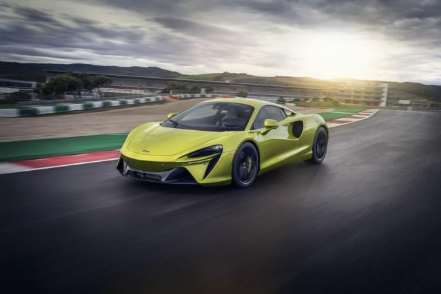 McLaren Artura in pista a Portimao