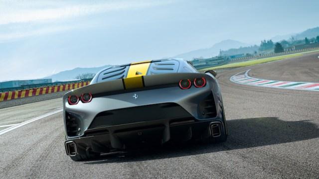 Ferrari 812 SuperFast versione speciale fari