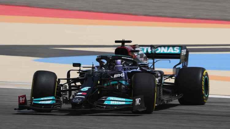 """F1, Hamilton """"sceglie"""" la rivale della Mercedes: """"Sono forti e competitivi"""""""