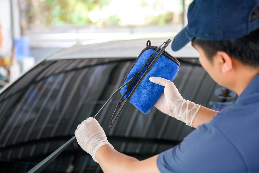 En otoño es hora de revisar tus escobillas del limpiaparabrisas.