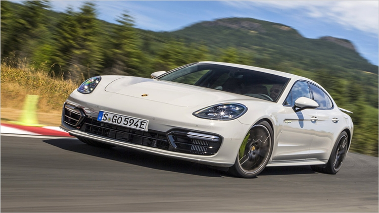 Watch Porsche Panamera Turbo S E-Hybrid vs 911 Turbo S