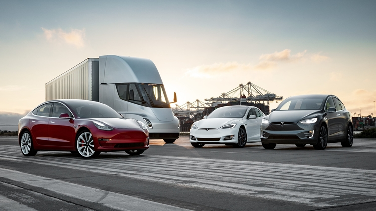 """Cool """"family photo"""" from Tesla with all its vehicles"""