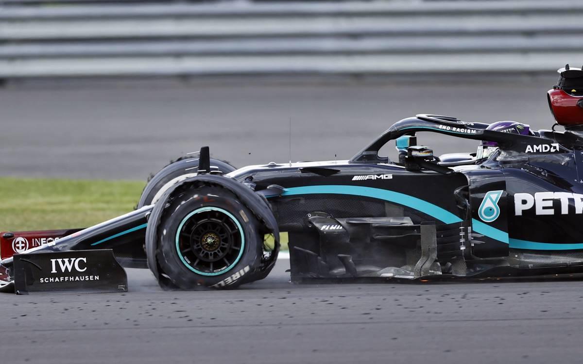 Lewis Hamilton neumático roto