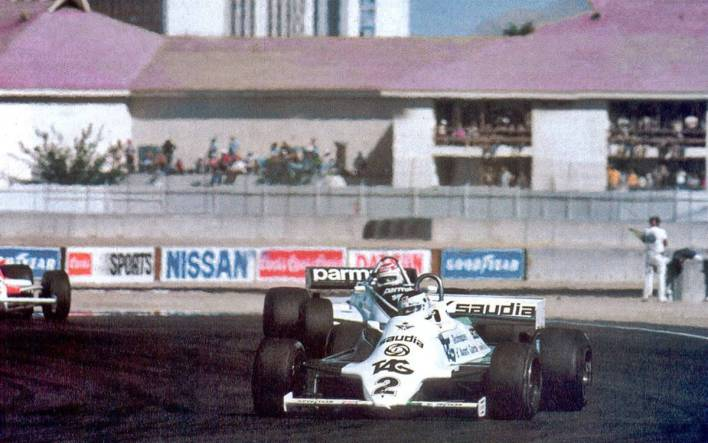 """The 1981 Las Vegas Grand Prix is not fondly remembered by the Argentine fans for a simple reason: Carlos Reutemann could not get the Formula 1 title, which was left to the Brazilian Nelson Piquet. Although he started from pole position with his Williams, Lole could do little to get ahead of his rival from Brabham, which was what he needed to win. Although everyone knows very well what happened that Saturday, October 17 in the Caesar's Palace parking lot, the debacle of the Santa Fe began with a touch, precisely with Piquet, in training on Friday after the classification that had given Reutemann the possibility to go forward. In that incident, Williams' chassis 12 was damaged, with which the Argentine was comfortable. He had shown it by dominating the timed run and that is why he felt confident of obtaining the crown. """"It had a remarkable acceleration, it climbed immediately to 10.600 laps. I had everything under control because the car gave me confidence, """"said Lole in chapter 15 of the book Los Días de Reutemann by Alfredo Parga. """"I had premiered it in Long Beach and with it I had raced to France; then they put it on again and it was my muletto from Montreal. I decidedly preferred it to 17, which I premiered in Zolder, which was more rigid and which I didn't like """". Reutemann was determined to commission the definition of the tournament with that chassis 12. In fact, he had already discussed it with Patrick Head, the team manager, who wanted to convince him otherwise by telling him that this car was very old (he had played eight races) and That he ran the risk of breaking the hub carriers because they had so many kilometers. """"I realized that my project did not approve of him, but intimately I was determined to run with the 12. But the stupid clash with Piquet came ..."""" Until today that incident was only in everyone's memory because of the words of its protagonist, but the Argentine journalist Víctor Pérez Seara, who has lived in Spain for a long time, recalled it i"""