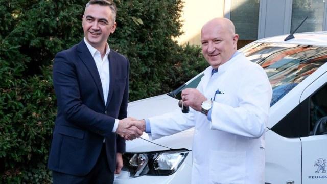 Svaka čast! Peugeot daravao automobil Klinici za dječje bolesti Zagreb