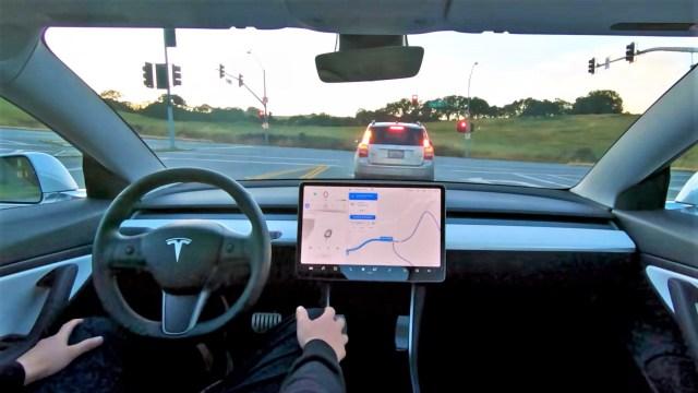 Neki vlasnici Tesli dobili mogućnost potpuno autonomne vožnje