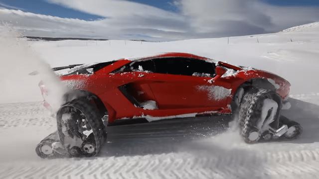 Lamborghini na snijegu s – gusjenicama