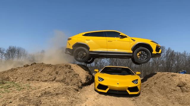 Youtuber svojim Lamborghini Urusom preskočio preko Aventadora