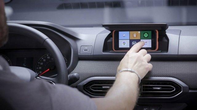 Jednostavno – Dacia Sandero koristi pametni telefon kao multimedijski zaslon