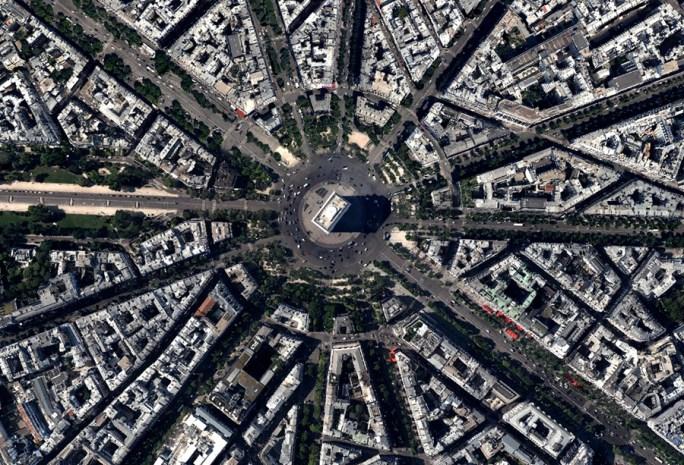 Plaza Charles de Gaulle 1