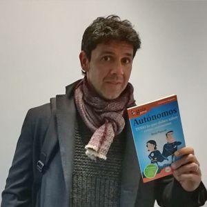 Andrés Caparrós ya tiene su GuíaBurros para autónomos