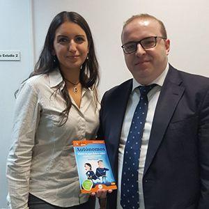 Sergio Cardona y Virginia Caraballo ya tienen su GuíaBurros para autónomos