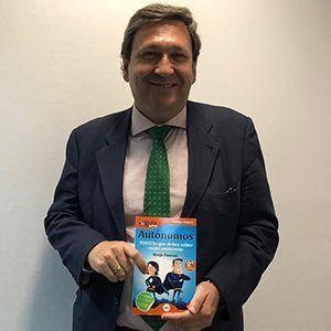 Miguel Ángel Martín ya tiene su GuíaBurros para autónomos